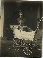 PHOTO ANCIENNE - VINTAGE SNAPSHOT - ENFANT BÉBÉ LANDAU OURSON - TEDDY BEAR 1934