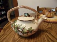 MCCOY TEAPOT WITH IVY DECORATION