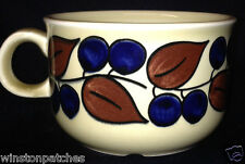 FIGGJO NORWAY 4157 FIG8 FLAT CUP 8 OZ BLUE BERRIES & BROWN LEAVES ON LIGHT GREEN