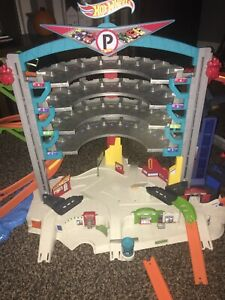 hot wheels ultimate garage playset Plus Shark Play Set And Extras