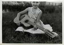 PHOTO ANCIENNE - VINTAGE SNAPSHOT - ENFANT MUSIQUE GUITARE MODE - CHILD MUSIC