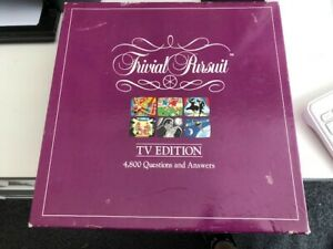 TRIVIAL PURSUITS TV Edition BOARD GAME Complete
