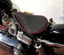 Motorradsattel Bobber Seat Rauten Schwarz,roter Keder,ca. 25 x 32 cm