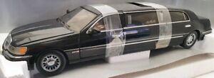 Sun Star 1/18 Scale Model  Car 1261 - 2000 Lincoln Limousine - Black