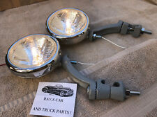 NEW PAIR CLEAR 12 VOLT SMALL VINTAGE STYLE FOG LIGHTS, COMES WITH GRAY BRACKETS!