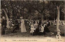 CPA Lyon-Parc de la Téte d'Or, sur la Pelouse (426992)