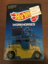 Hot Wheels Cat Earth Mover Workhorses #3715 New in Package 1986 Yellow 3+ 1:64