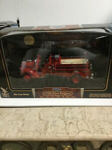 1:24 SCALE ROAD SIGNATURES 1938 FORD FIRE ENGINE DIECAST TRUCK! MIB! SEALED!