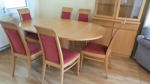 John E Coyle Extendable Dining Table And 6 Upholstered Chairs