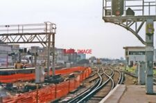 PHOTO  WATERLOO RAILWAY STATION LONDON SE1 1990 VIEW SOUTHWARD AT THE END OF PLA