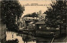 CPA  Nevers - La Niévre dans sa traversée de la Ville    (457195)