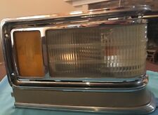 76 Cadillac DeVille RIGHT SIDE FENDER MARKER LIGHT CORNER TURN SIGNAL BEZEL TRIM