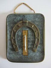 Hufeisen Glücksbringer aus Messing auf massiver Platte & Thermometer Patina