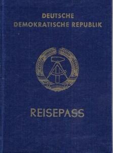 Reisepass DDR Rostock 1987 mit Lichtbild und Stempeln