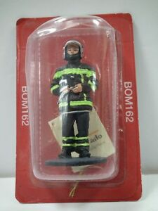 Del Prado 1/32 Figure Fireman Firedress - Avignon 2007 BOM162