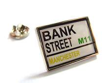 OLD MAN UTD STREET SIGN LAPEL PIN BADGE GREEN GOLD No:2