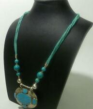 Collar de joyería con gemas naturales turquesa