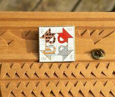 """1978 Postage Stamp Folk Art Usa Quilts Basket Design 13c 1 1/4"""" Pin Pinback"""
