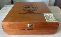 "Vintage Ashton ""Churchill"" Wooden Cigar Box.. Dominican Republic"