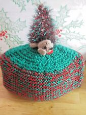 SUPER WARM HAND KNITTED XMAS TEA COSY. XMAS TREE ON THE GREEN.
