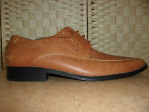 Hush Puppies size 11 tan leather lace up shoes.