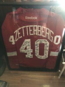 Detroit Red Wings 2012 Team Autographed   Henrik Zetterberg Jersey Framed