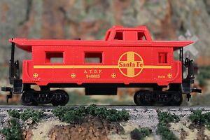 HO Scale Red Santa Fe Caboose A.T.S.F. 940625 in orginal box