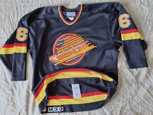 Vancouver Canucks Authentic CCM Sz. 52 Hockey Jersey #6 Yoder Fight Strap