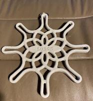 """Lodge Enameled Cast Iron Trivet, skillet design  White 8"""""""
