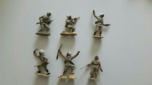A full set of vintage toy soldiers by Crescent depicting modern Indian troops.