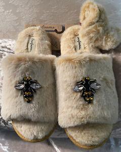 """DEARFOAM SLIDE SLIPPERS W/ """"BEE"""" 🐝JEWEL!!MATCHING PONYTAIL WRAP! SZ 7/8 NEW!!"""