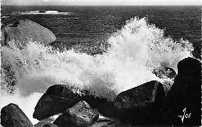 BR11966 Bretagne Vent de suroit Vagues deferlant sur les roc  france  real photo