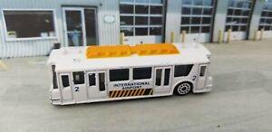 Unbranded Die-cast INTERNATIONAL AIRPORT Bus Shuttle AP01 Airplane Transport Bus