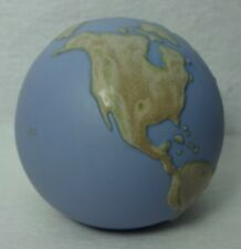LLADRO porcelaine GLOBE OF THE WORLD paperweight figurine #6138 - 3-3/4""