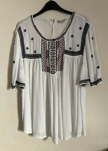 M&Co Size 18 White & Navy Top -(C82)