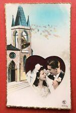CPSM. Couple. Mariage. Eglise. Cloche. Cœur. Années 1950?