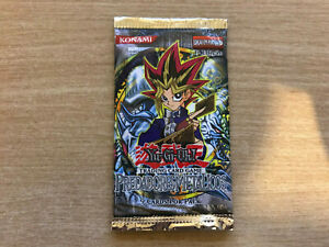 YuGiOh Metal Raiders 1st Edition Sealed Booster Pack (Portuguese)