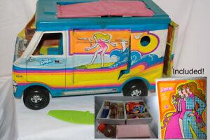 VINTAGE 1970s BARBIE BEACH BUS SURF VAN + VINTAGE BOX, CLOTHES, DOLLS