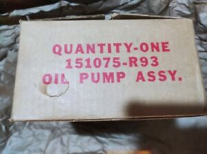 New Old Stock NOS Genuine OEM International Harvester Oil Pump Assy 151075R93