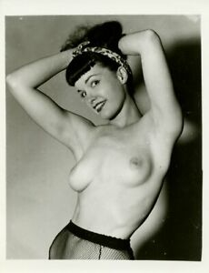 RARE BETTIE PAGE VINTAGE 1950's 4 x 5 PHOTOGRAPH BY UNKNOWN PHOTOGRAPHER