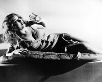 """FAY WRAY IN THE FILM """"KING KONG"""" - 8X10 PUBLICITY PHOTO (AB-801)"""