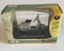 Maisto 1:18 Scale Vespa 125 Nuova (1965) New And Mint.