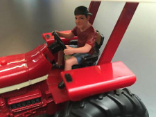 AT COLLECTIONS FIGURES YOUNG FARMER DRIVING TRACTOR 1:32 SCALE FARM DIORAMA