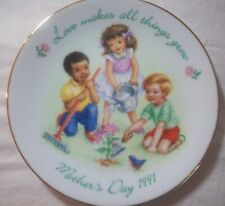 """Mother'S Day 1991 Plate - """"Love Makes All Things Grow"""" - 5"""" Diam."""