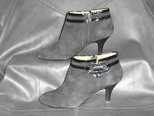 Sofft womens Black smooth suede/leather w/Patent trim ankle boot bootie size 6M