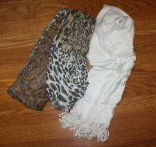 NWT Womens Collection Eighteen White Cheetah Pashima Scarf Set 2 Pk
