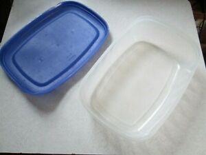 Vintage Rubbermaid E RECTANGLE Blue Flex seal Servin Saver 1.1 Gallon, 4.0 Liter