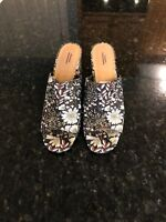 Urban Outfitters Size 9 Floral Slip On Sandals, New