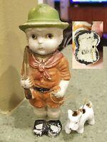 """5.75"""" Vintage Japan S1319 Porcelain LITTLE BOY SCOUT UNIFORM HAT GUN w/DOG Rifle"""