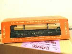 """"""" LIONEL """" # 3362 HELIUM TANKS UNLOADING CAR, WITH LARGE LUMBER LOAD 1961 - 63"""
